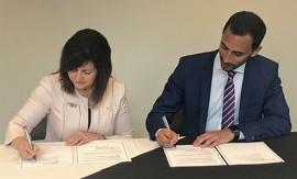 Adriana LaGrange, la ministre de l'Éducation de l'Alberta et Stephen Lecce, le ministre de l'Éducation de l'Ontario