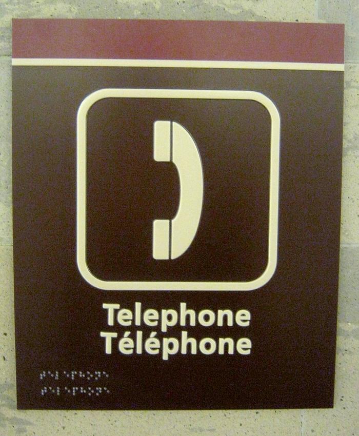 Le braille est ajouté sur les nouveaux écriteaux du palais de justice d'Ottawa.