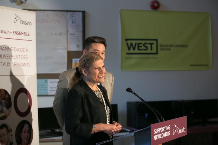 La ministre des Affaires civiques et de l'Immigration de l'Ontario Laura Albanese prononce une allocution.