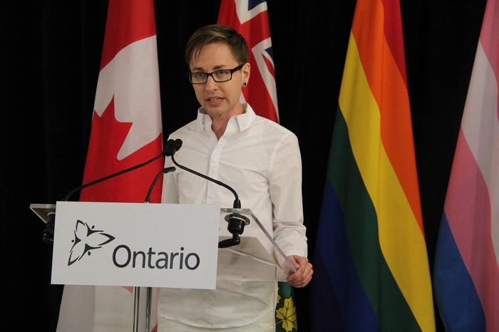 Jack Hixson-Vulpe, spécialiste en éducation et en formation, The 519, parle de l'importance des mesures prises par le gouvernement pour la communauté LGBTQ.
