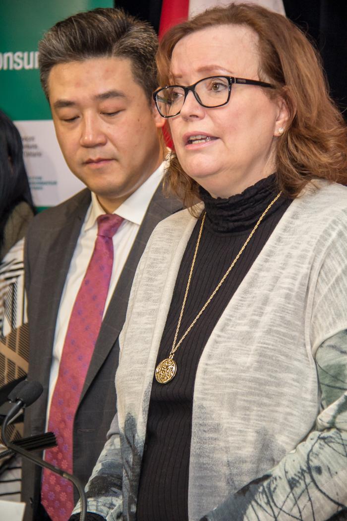 La ministre Tracy MacCharles avec Han Dong, MPP Trinity-Spadina.