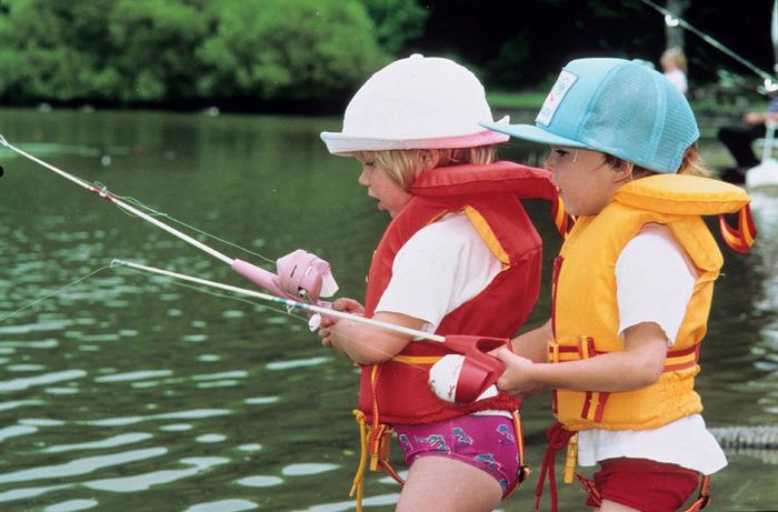 Ontario Parks teaches kids to fish.