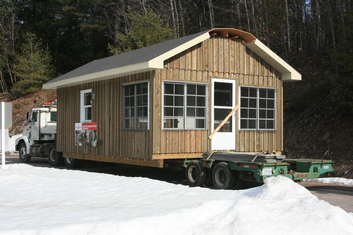 Bon Echo Cabin arrives in Park