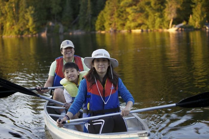 Paddling on a lake is a great way to spend time with family – plus research shows that exercise in nature has a more positive effect on blood pressure and mood than exercise in a gym.