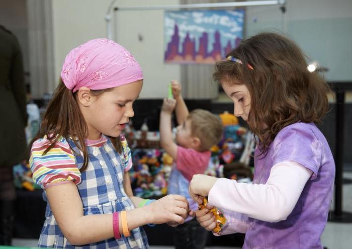 Le Musée des beaux-arts de l'Ontario se transforme en musée pour les enfants de l'Ontario le jour de la Famille 2014!