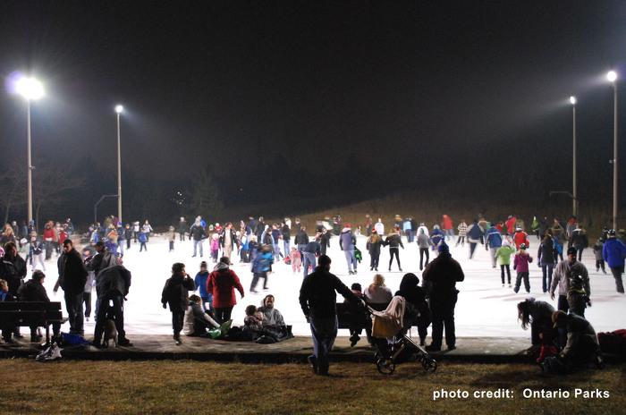 Soulignez le Nouvel An sur des patins lors de la fête de patinage de la veille du Nouvel An au parc provincial Bronte Creek.