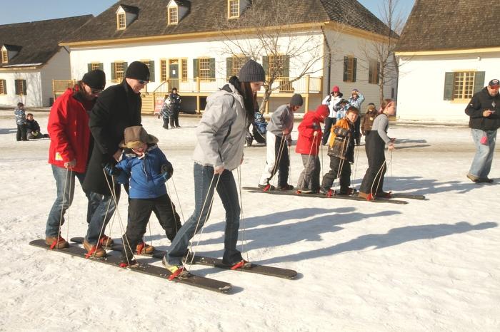 Plaisir hivernal en famille au parc historique Fort William.