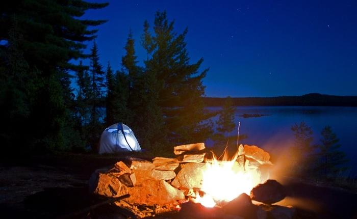 Un soirée bien au chaud, un beau feu de camp sûr.