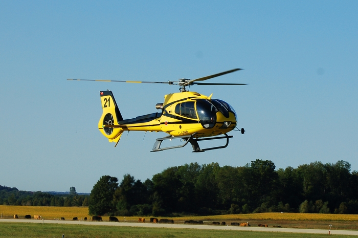 Hélicoptère du MRNF utilisé pour le largage d'appâts