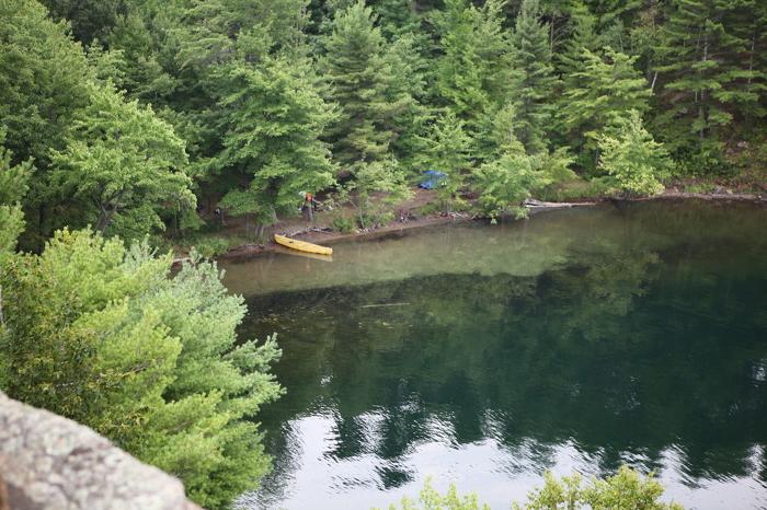 Le parc provincial Frontenac offre beaucoup de possibilités de camping dans l'arrière-pays et d'observation des oiseaux.