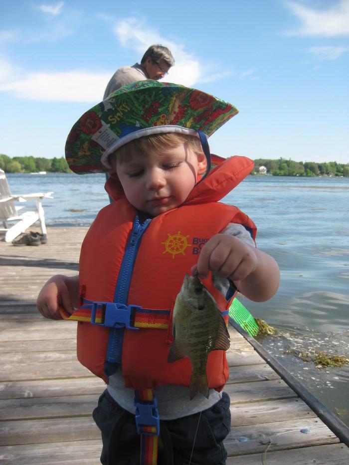Découvrez les joies de la pêche dans les beaux lacs et rivières de l'Ontario.