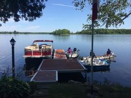 Le même endroit sur le lac Seymour, en 2016, démontre comment un traitement herbicide, résultat des efforts de l'Ontario et de partenaires locaux, a pu contrôler avec succès l'aloès d'eau. Photo : Robert McGowan