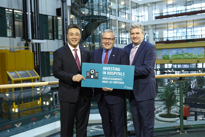 (Left to Right) Han Dong, MPP for Trinity-Spadina, Chris Ballard, Minister of the Environment and Climate Change, and John Fraser, Parliamentary Assistant to the Minister of Health and Long-Term Care at the HEEP event.