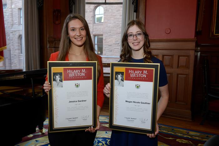 Jessica Gardner et Megan Gauthier reçoivent la Bourse d'études Hilary M. Weston