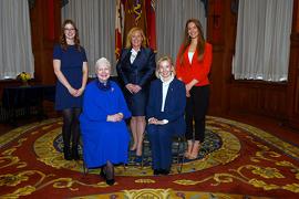 Megan Gauthier; Lisa MacLeod, ministre des Industries du patrimoine, du sport, du tourisme et de la culture; Jessica Gardner; l'honorable Hilary M. Weston; l'honorable Elizabeth Dowdeswell, Lieutenante-Gouverneure de l'Ontario