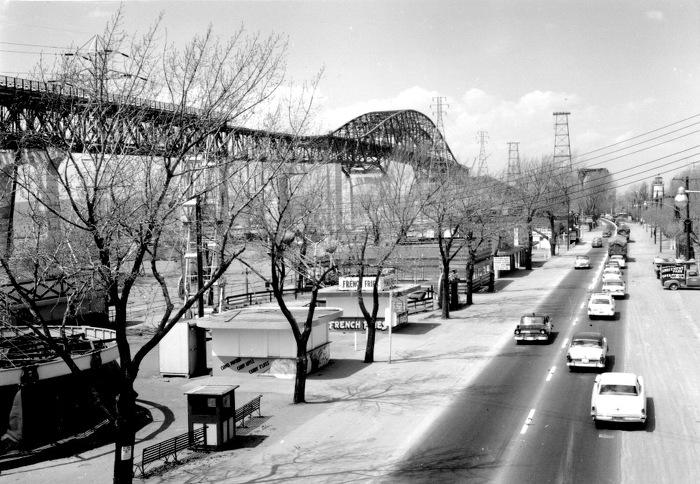 Le pont Burlington Bay Skyway à son ouverture, 1958