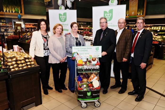 Le ministre de l'Agriculture, de l'Alimentation et des Affaires rurales, M. Jeff Leal, lance les célébrations du 40e anniversaire du programme Ontario, terre nourricière.