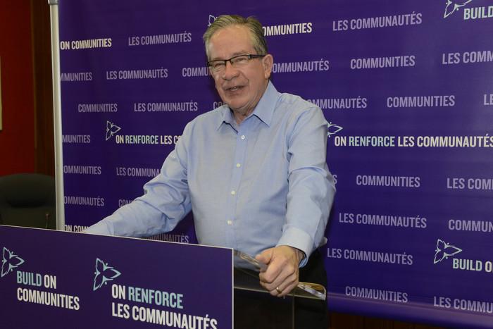 Le ministre de l'Agriculture, de l'Alimentation et des Affaires rurales, M. Jeff Leal, annonce, lors d'une activité organisée à Picton le 10 avril, que 55 collectivités recevront une subvention du FOIC.