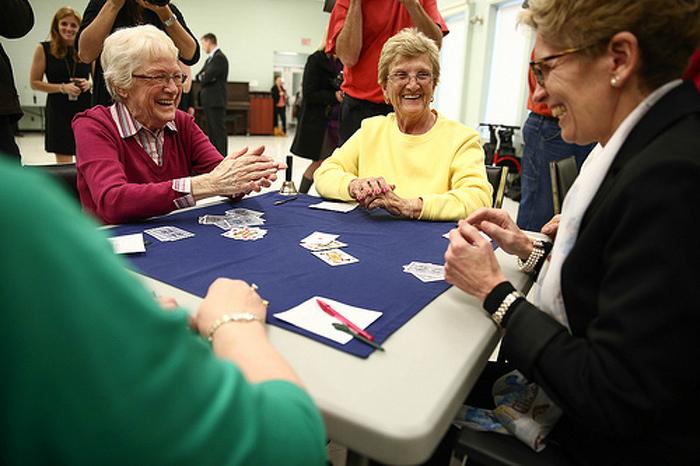 Un nouveau programme de subventions pour aider les personnes âgées