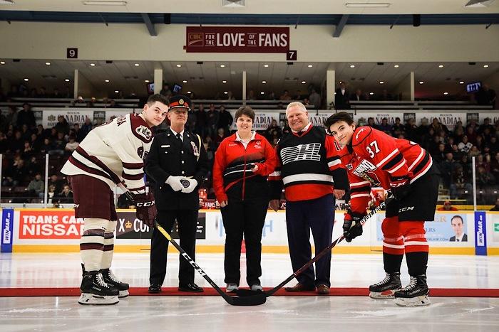 Le gouvernement de l'Ontario pour la population protège le hockey amateur