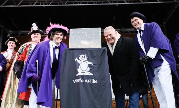 Le premier ministre Ford et le ministre Walker participent au festival Wiarton Willie.